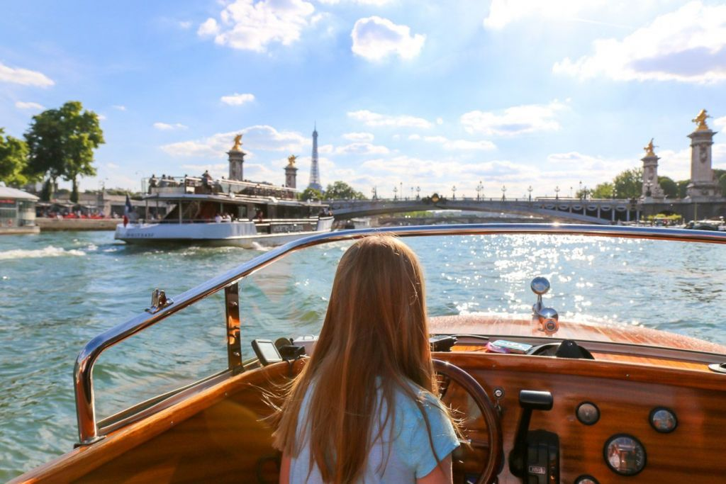Paris Romantic Cruise By Private Boat With Champagne