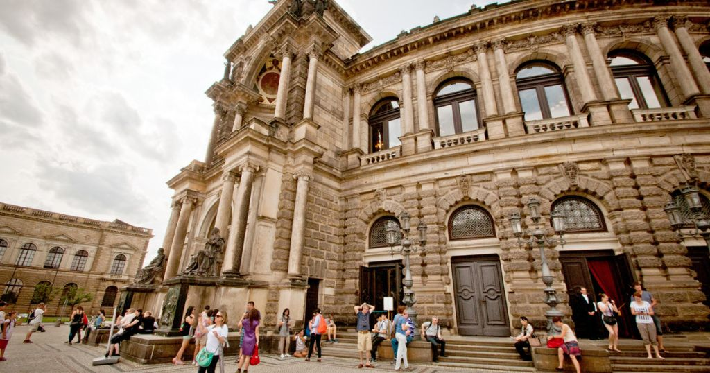 Dresden: Semperoper Tickets and 45-Minute Guided Tour