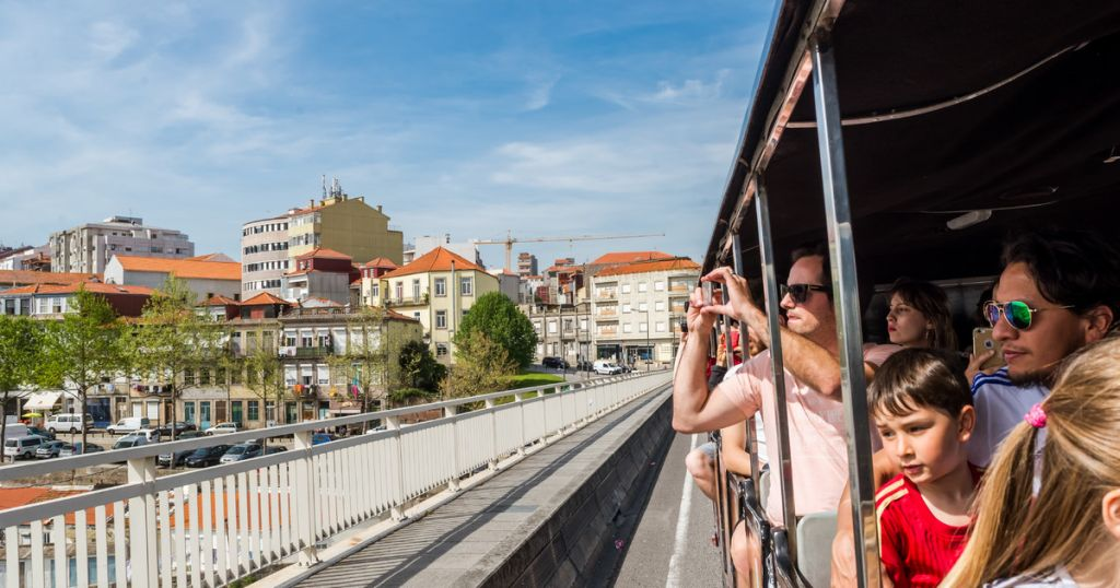 Porto: City Train Tour, River Cruise & Wine Cellar
