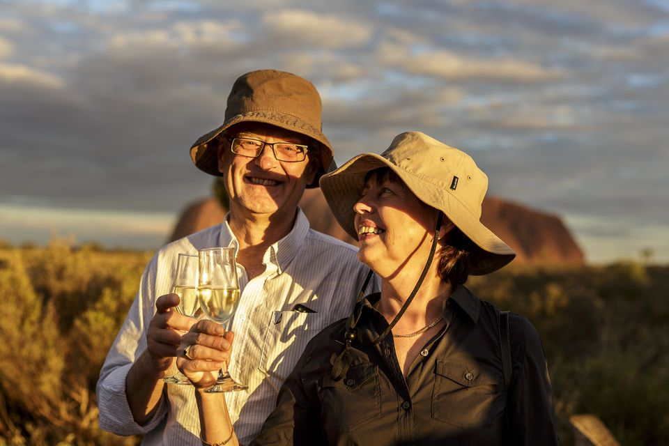 From Alice Springs: Uluru Full-Day Tour with BBQ Dinner