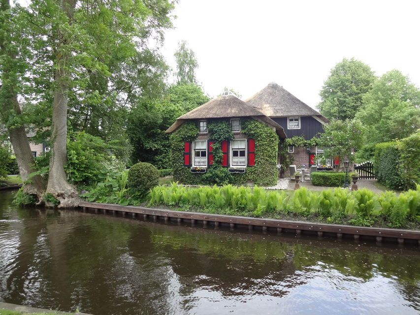 Day Trip To Giethoorn By Bus And Boat
